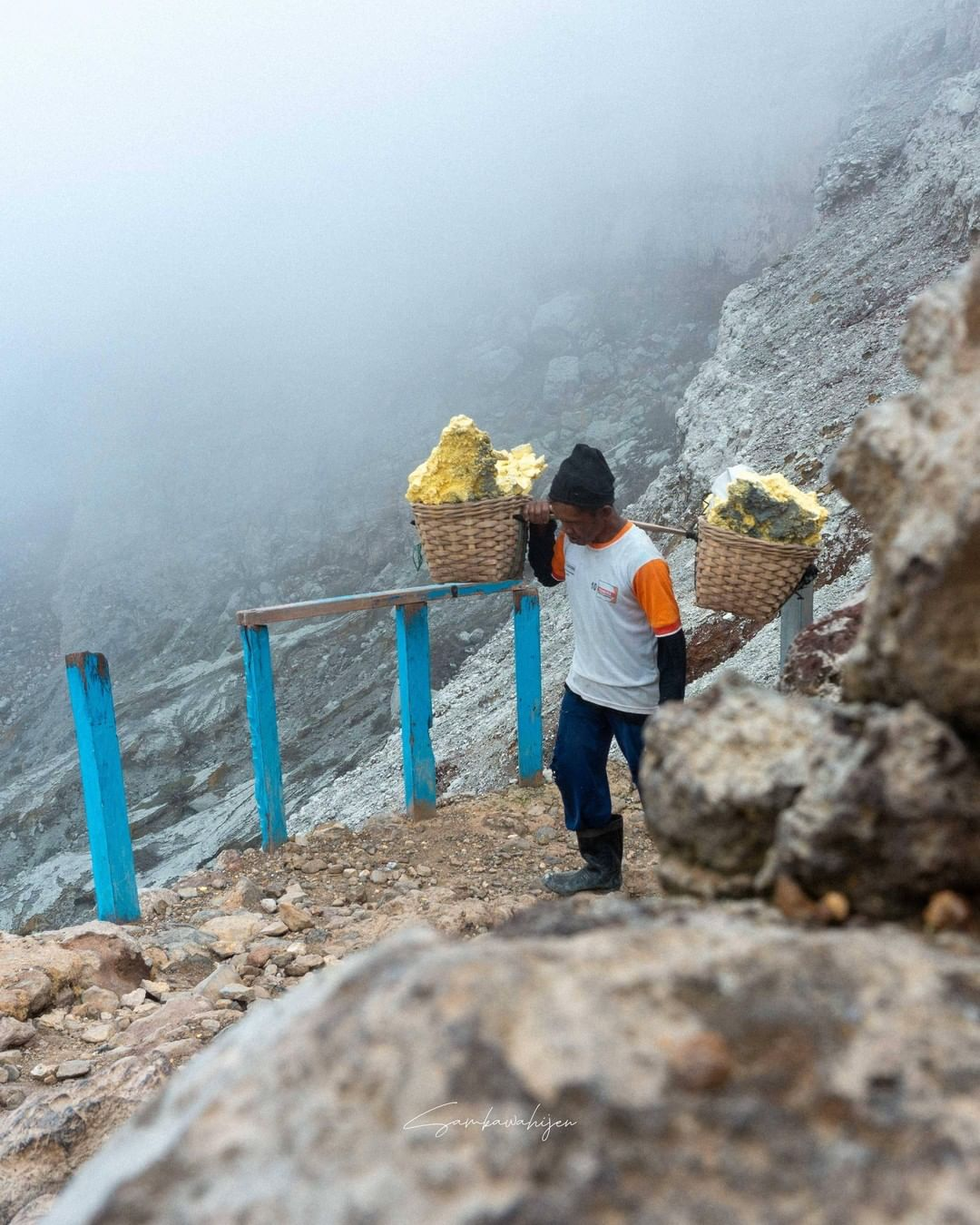 How to visit Kawah Ijen, the crater with amazing blue fire