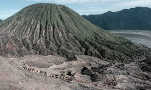 Bromo Midnight Tour From Surabaya | Privat Tour is one of the Bromo tour packages to enjoy Bromo Sunrise. This tour package is a simple vacation, only need one day and one-night duration or only 12 hours,