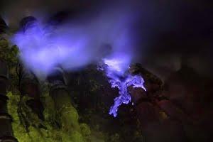 blue lava kawah ijen